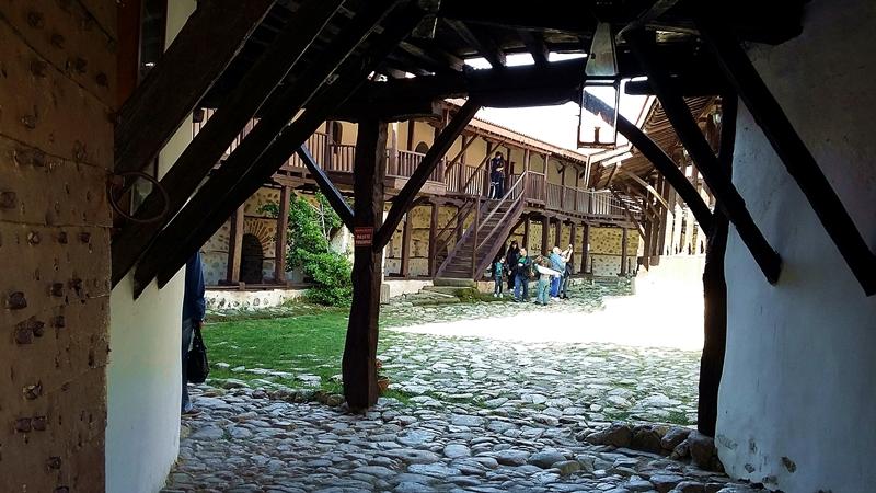 Jeleznite porti na Rozhenski manastir