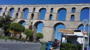Акведуктът Камарес в Кавала