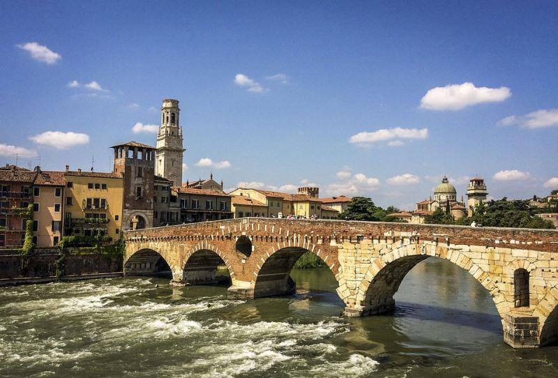 Мостът Пиетро, Верона, Италия