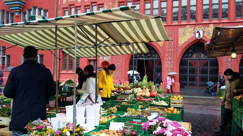 Пазарът пред кметството на Базел