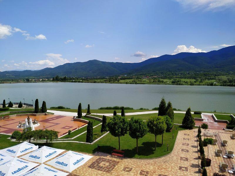 Езерото в Правец